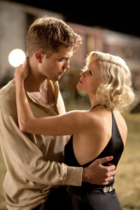 Still Water for Elephants... - Page 2 Pattinsonlife-wfe-001