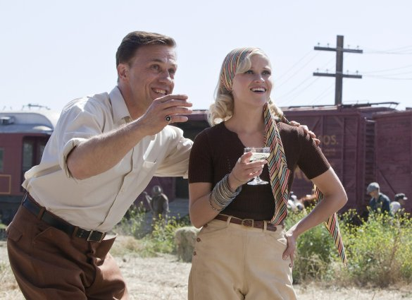 Still Water for Elephants... - Page 2 Pattinsonlife-wfe-002